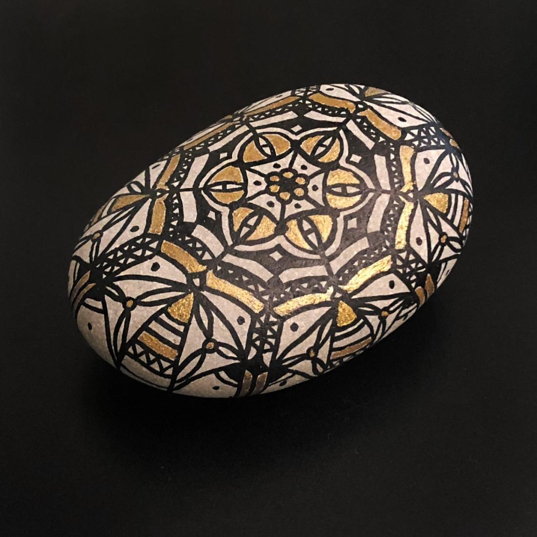 Arabesque Pebble Art 1