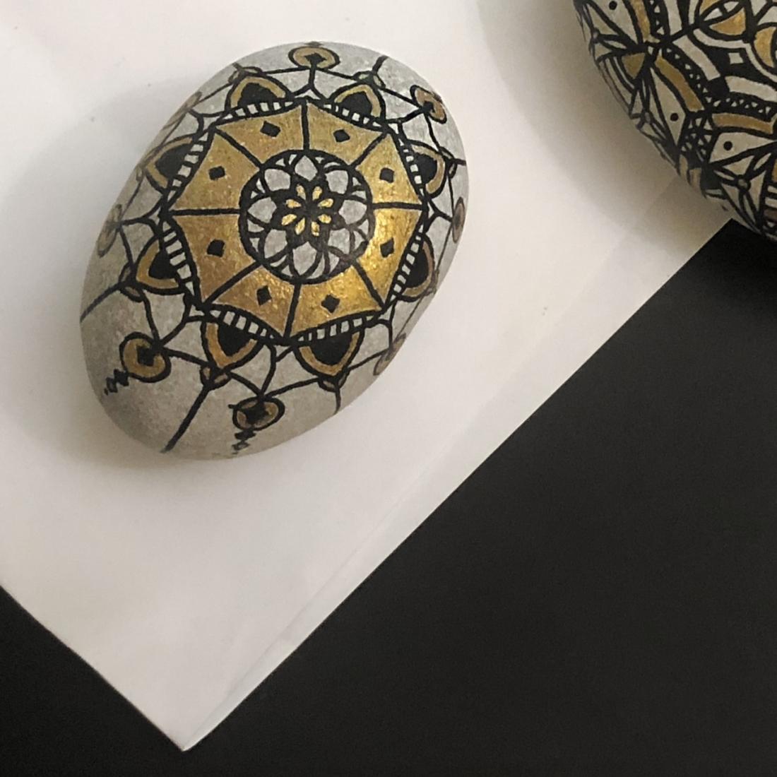 Arabesque Pebble Art 3